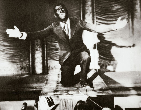 Al Jolson, American singer, in the final scene from the film 'The Jazz Singer', 1927. Al Jolson (1886-1950) was the star of the film, which was instrumental in bringing about the ascendancy of talking pictures over silent ones