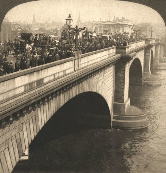 "'London Bridge, London, England1901. From ""Underwood and Underwood Publishers, New York-London-Toroto Canada-Ottawa Kansas."""