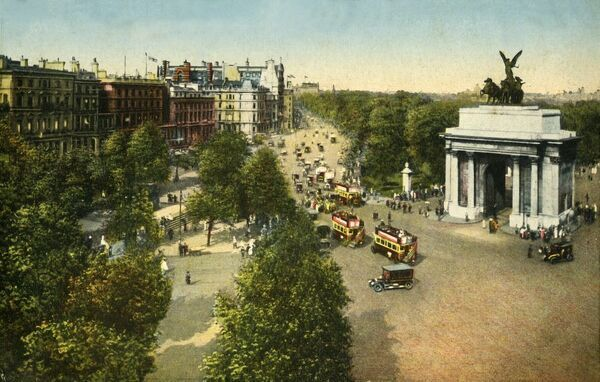Wellington Arch and Quadriga, London, c1915. View of the Wellington Arch, a triumphal arch in central London between Hyde Park and Green Park. It was designed by Decimus Burton and built 1826-1830, and once supported an equestrian statue of the 1st Duke of Wellington
