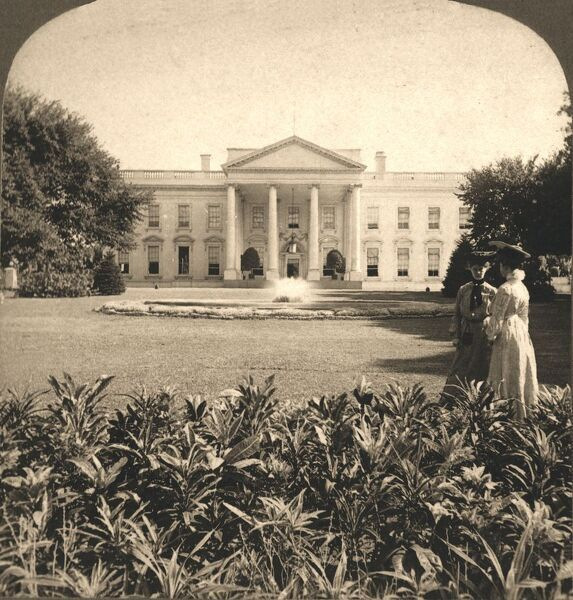 "'The White House, Washington D.C', 1908. rom ""Underwood and Underwood Publishers, New York-London-Toroto Canada-Ottawa Kansas."""